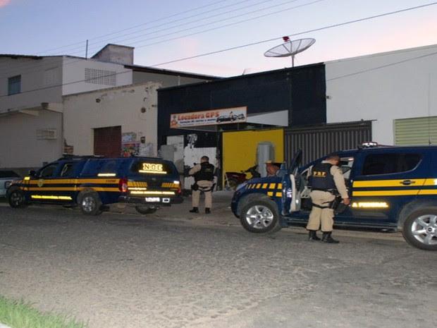 Policiais rodoviários federais participam da operação em Caicó (Foto: Ilmo Gomes)