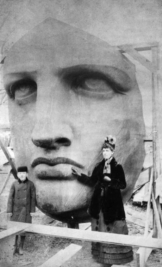 Head_of_the_Statue_of_Liberty_1885.jpg