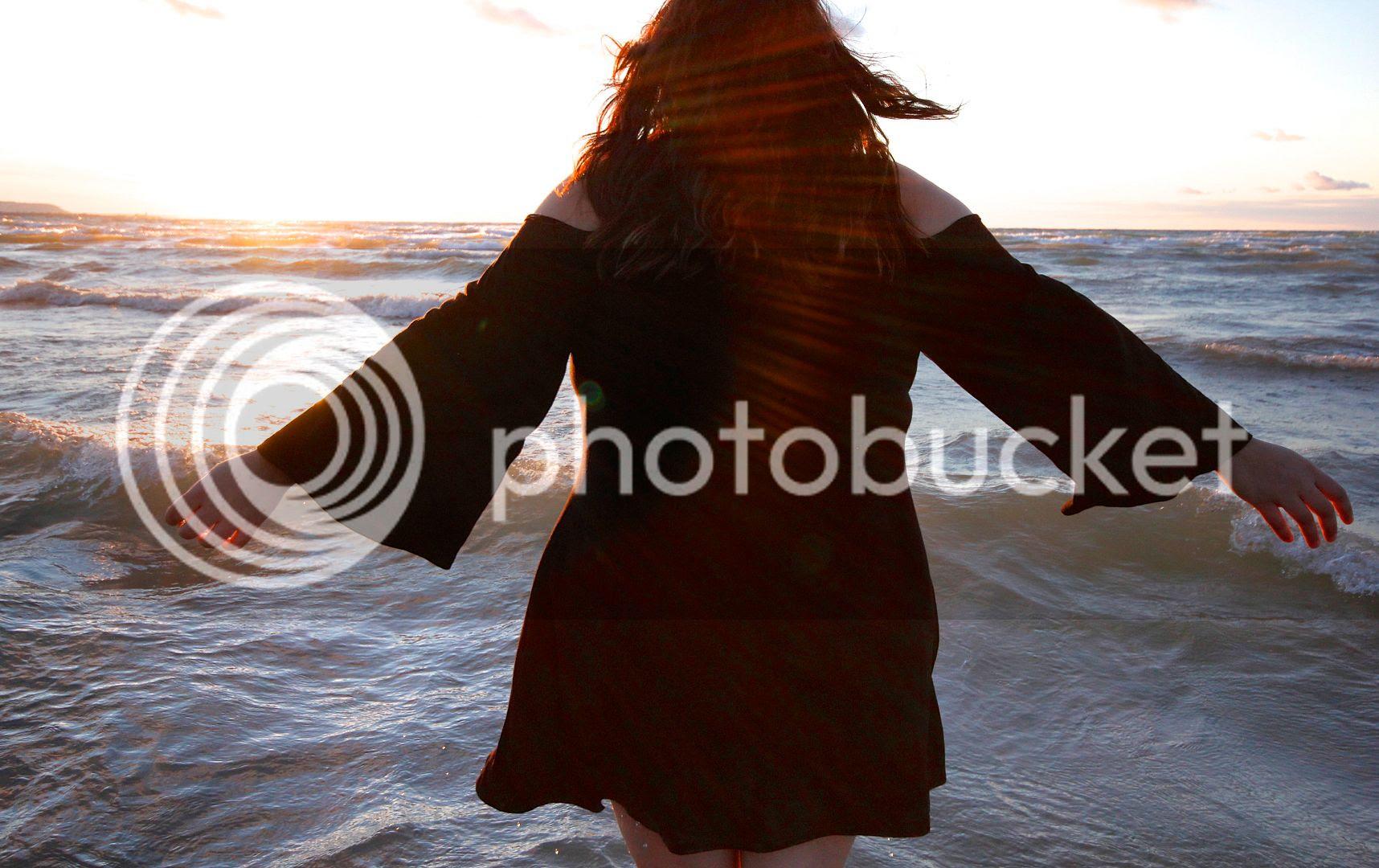 pink clove  uk plus size fashion toronto canada plus size blogger plus size cold shoulder dress
