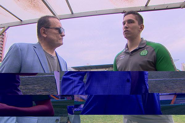 Roberto Cabrini reencontra jogador da Chapecoense