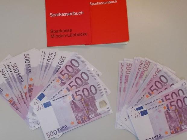 Dinheiro estava em armário que foi doado a Muhannad M.  (Foto: Divulgação/MindenPolizei)
