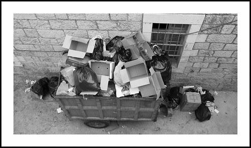 afvalcontainer by hans van egdom