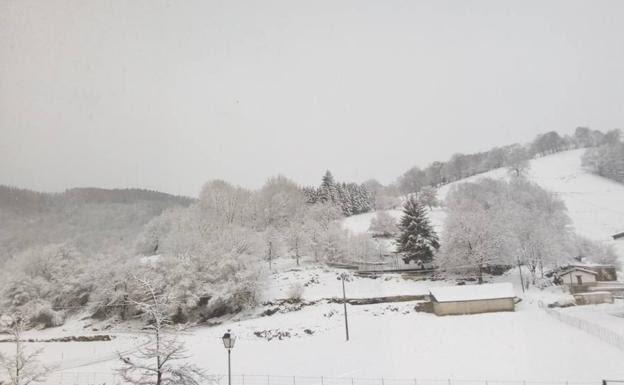 El interior de Gipuzkoa cubierto por la nieve.