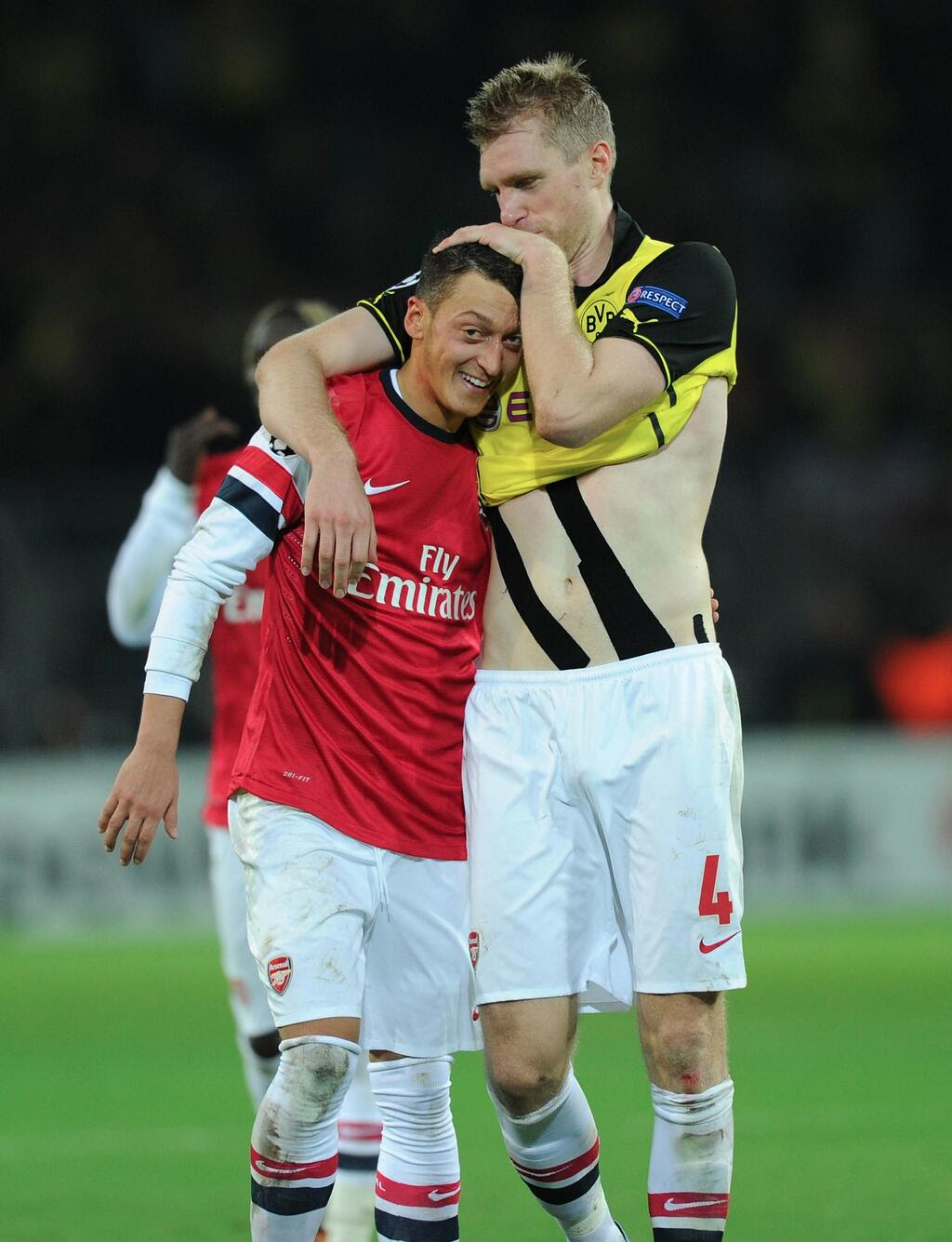 kBaypQg Mesut Ozil and Per Mertesacker embrace on the pitch following 1 0 win at Dortmund