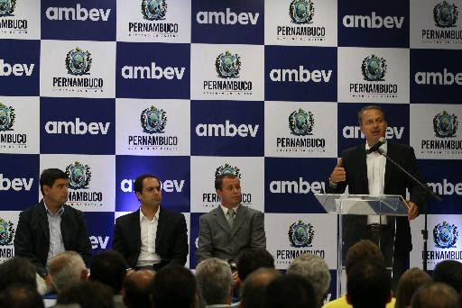 O governador inaugura unidade que produzirá novas linhas da Ambev,em Itapissuma. Foto: Julio Jacobina/DP/D.A Press (Julio Jacobina/DP/D.A Press)