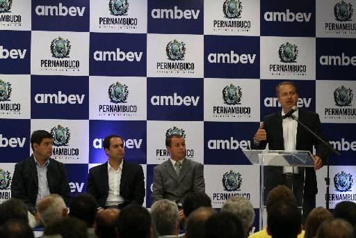 O governador inaugura unidade que produzirá novas linhas da Ambev,em Itapissuma. Foto: Julio Jacobina/DP/D.A Press (Julio Jacobina/DP/D.A Press)