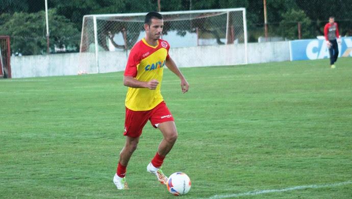 Lucas Newiton, lateral-direito do América-RN (Foto: Canindé Pereira/Divulgação)
