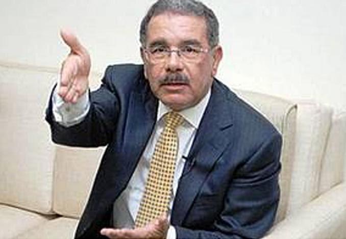 Presidente advierte funcionarios no han declarado sus bienes no cobrarán el 24