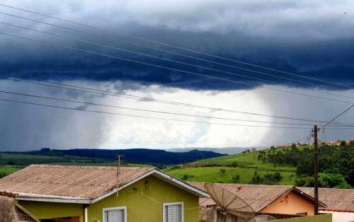 Rajadas de vento de até 55 km/h atingem o Paraná