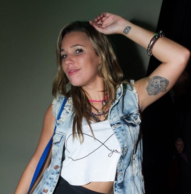 Ex bbb marien vai a show de mv bill de shortinho e barriga for Miroir nightclub rio