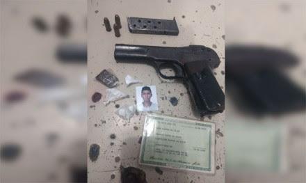PM apreendeu pistola que estava com bandido (Foto: Ubatã Notícias)