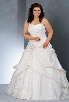 This exquisite taffeta plus size wedding dress has a