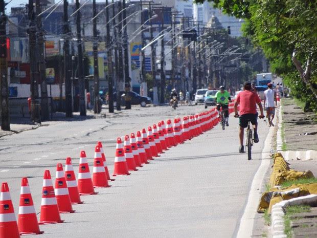 Nova rota da ciclofaixa na Avenida Mascarenha de Morais, na Zona Sul do Recife. (Foto: Katherine Coutinho/G1)