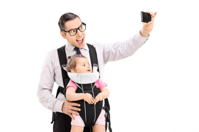 dad taking a selfie with baby