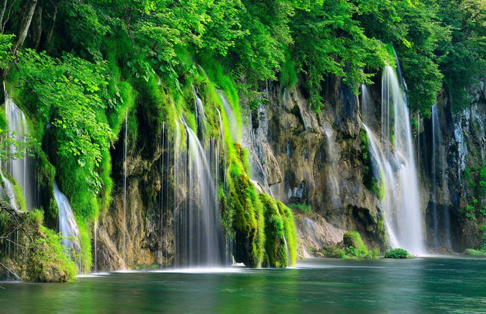 plitvice-lakes-national-park-waterfall