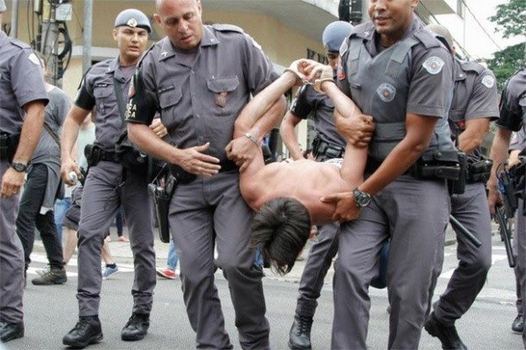 polícia militar contra estudante