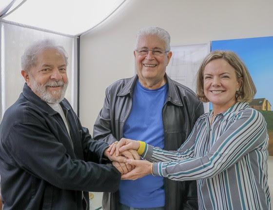 O ex-presidente Lula com a senadora Gleisi Hoffmann e o senador Roberto Requião, em encontro em São Paulo, nesta terça-feira (21) (Foto: Ricardo Stuckert/Instituto Lula/Flickr)