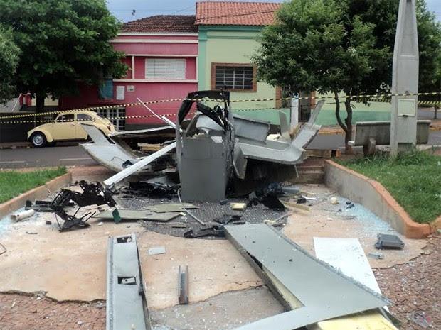 Suspeitos explodiram um caixa do Banco do Brasil na região central da cidade (Foto: Carlos Alberto de Souza/Arquivo pessoal)