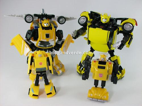 Transformers Bumblebee Alternity vs Classics vs G1 - modo robot