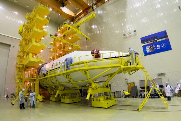 ExoMars SCC and Breeze US are encapsulated into the Payload Fairing