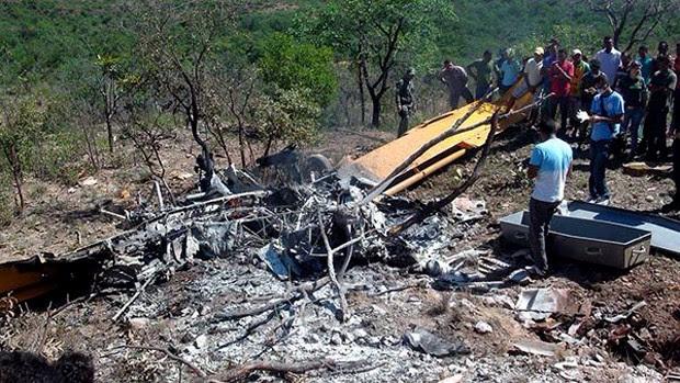 O piloto estava sozinho no momento do acidente e morreu carbonizado. (Foto: Joubert Coelho)