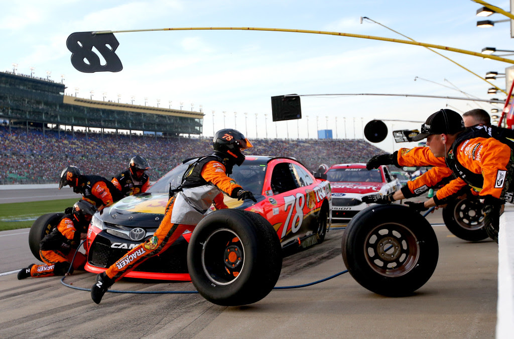 Kyle Busch Wins First Race At Kansas Speedway Racingjunk