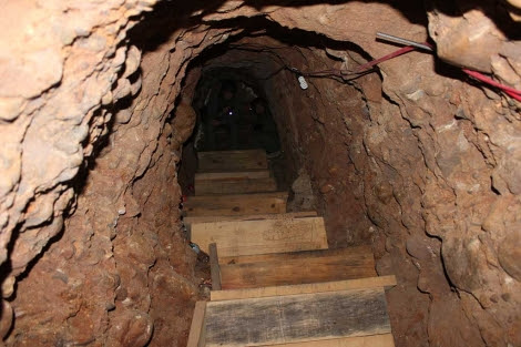 Imagen del interior del túnel localizado entre Otay Mesa y San Diego. | Efe