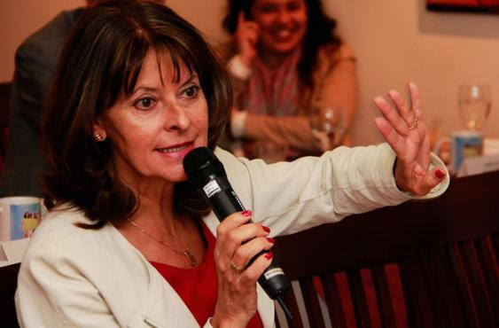 Marta Lucía Ramírez es una de las figuras con mejor imagen en el país, pero en las elecciones presidenciales  pasadas terminó unida con el Centro Democrático. Foto: Elpaís.com.co l Colprensa