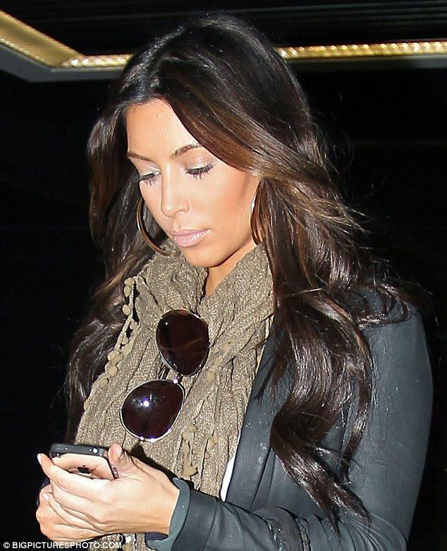 Fechaduras mais leves: Kim mostrou sua nova cor de cabelo quando ela saiu hoje