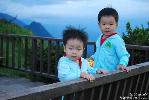 兩兄弟觀景中(3)