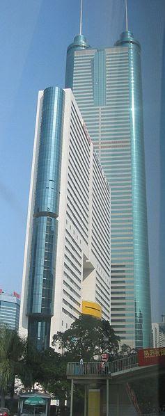 A la 10 ème place, Le Shun Hing Square situé à Shenzhen, en Chine avec 384 m antenne comprise.