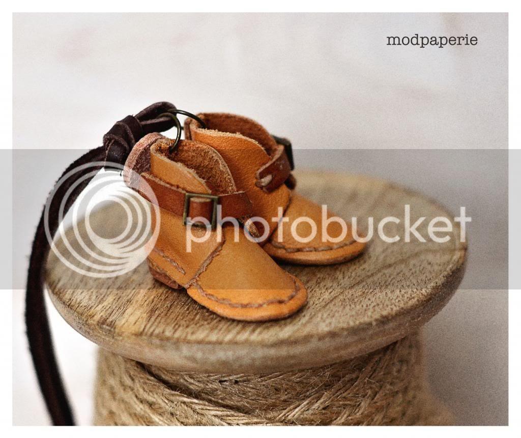 photo leather7_zps57612600.jpg