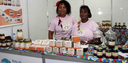 Diretoras da Cooproaf apresentam linha de produtos derivados do umbu