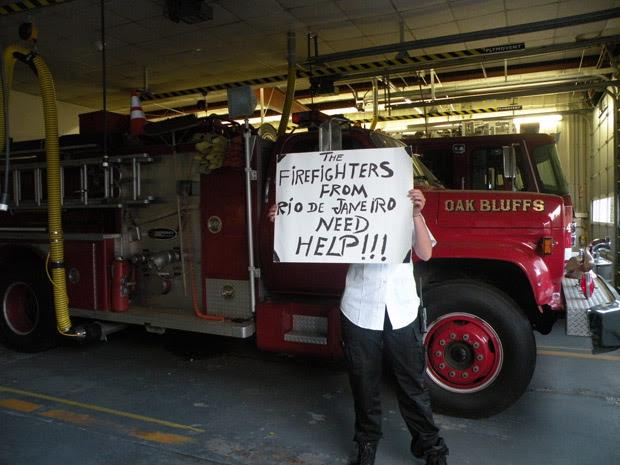 Além de vários quartéis do Rio, manifestantes também receberam apoio de bombeiros americanos (Foto: Divulgação)