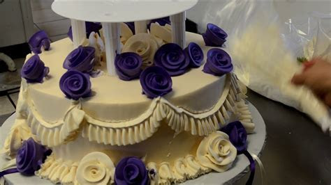 How to Design a Two Tier Wedding Cake with open Pillars