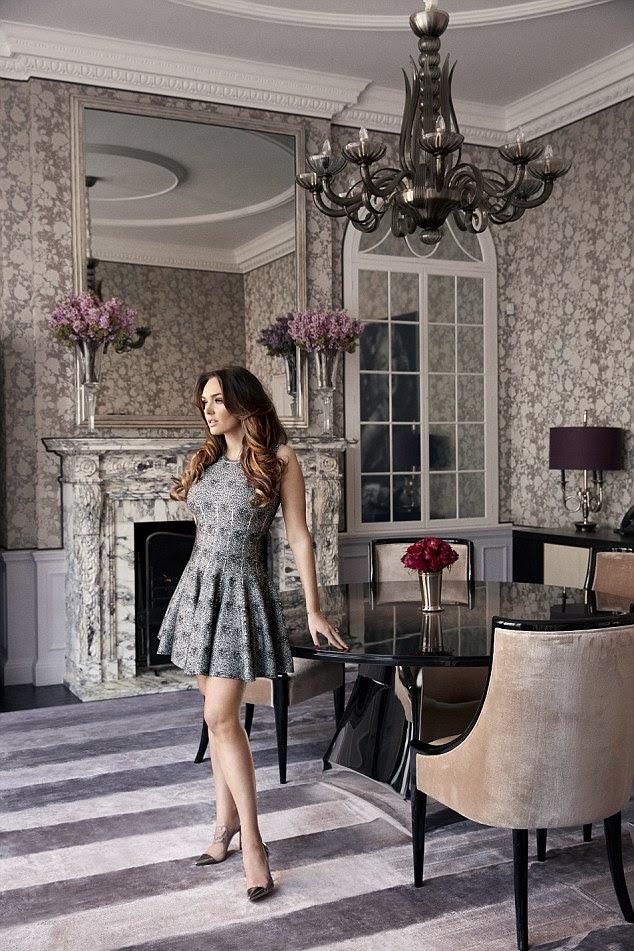 Apesar de viver em uma mansão de 57 quartos, Tamara e seu marido e filha parecem gastar seu tempo em apenas três salas: a cozinha, a sala de estar eo quarto onde Sophia também tem um berço