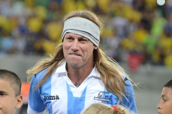 Pela Argentina, a bronca ficou por conta do camisa 7. O Caniggia trazido pela organização não era o original