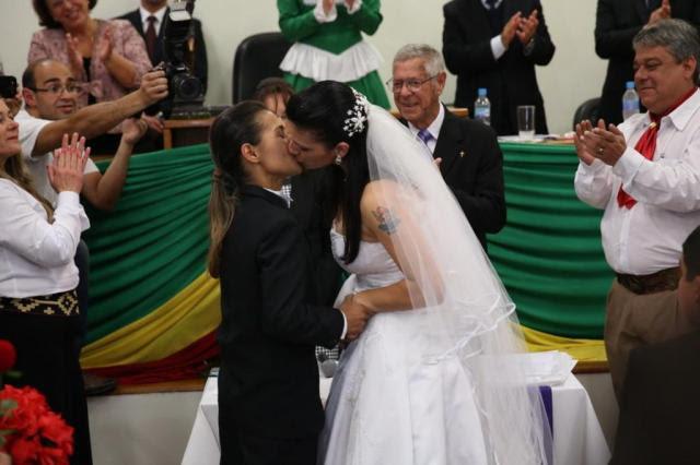 Casal gay celebra união no fórum de Livramento após incêndio em CTG Carlos Macedo/Agência RBS
