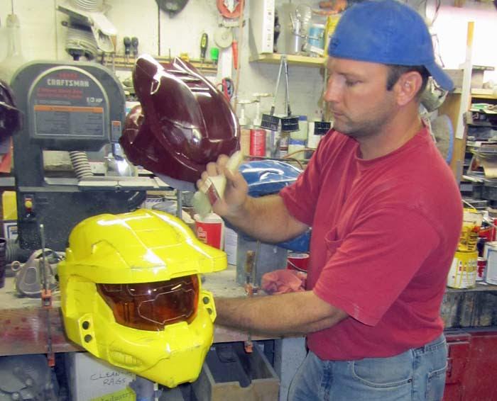 Painting Weathering on Sister's Helmet