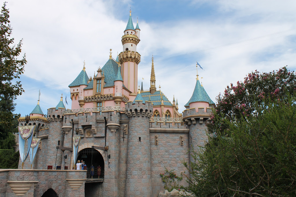 The 5 Best Places to Propose at Disneyland - Dad Logic