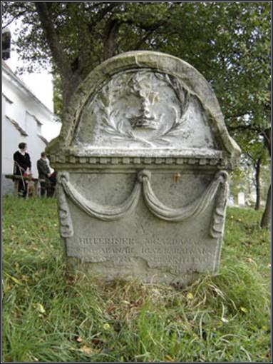 Kerekes Izsák sírja Nagymoha (Grânari) templomkertjében.
