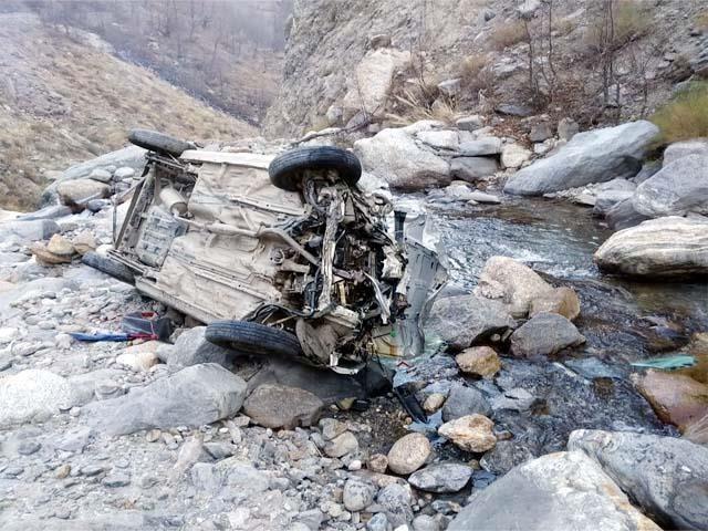 250 फुट गहरे नाले में गिरी आल्टो कार, एक की माैके पर मौत