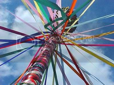http://i71.photobucket.com/albums/i121/CopiousSilverBirch/Maypole.jpg