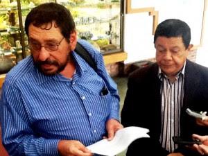 Román Solís (izq.) magistrado del Poder Judicial, aseguró que se deben modernizar los juzgados. Foto CRH.