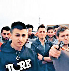 Silahlı Türk rap'çiler Avusturya'yı karıştırdı!
