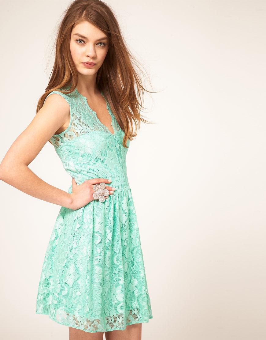 Vestido verde agua con encaje