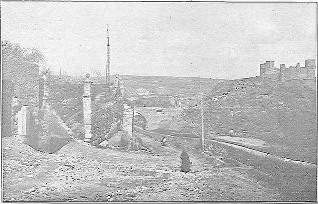Puerta de Doce Cantos a comienzos del siglo XX. Fotografía Rodríguez