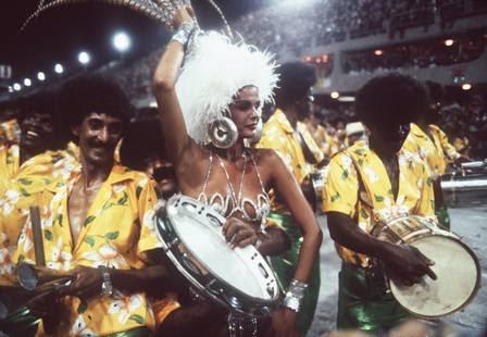 Monique Evans em seu primeiro desfile como rainha em 1984