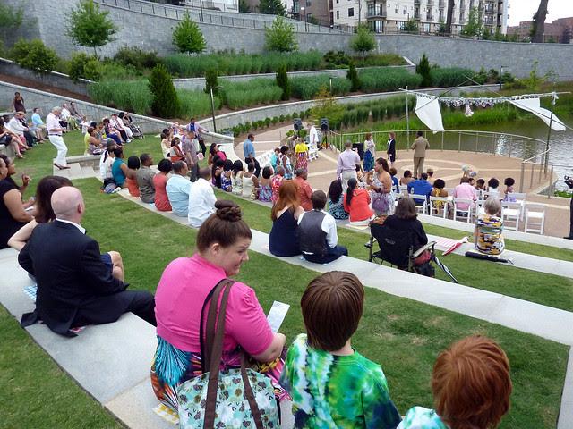 P1090092-2012-06-09-Erin-Craig-Kennedy-wedding-crowd-gathers-full