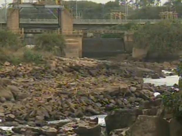 Pedras que não eram vista há 70 anos estão à vista em Salto (Foto: Reprodução/ TV TEM)